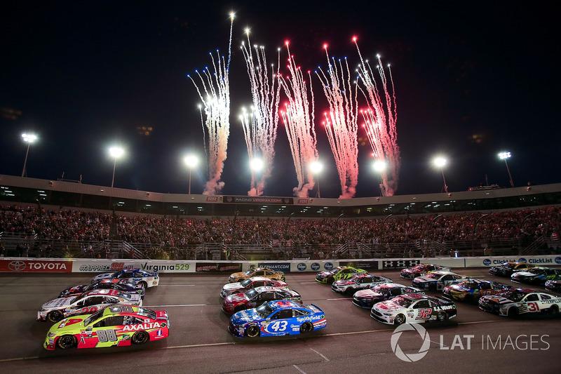 Feuerwerk während der Pace-Laps