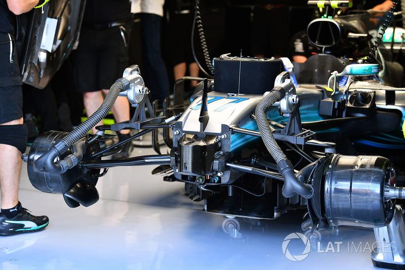 Mercedes-Benz F1 W08 Hybrid у гаражі