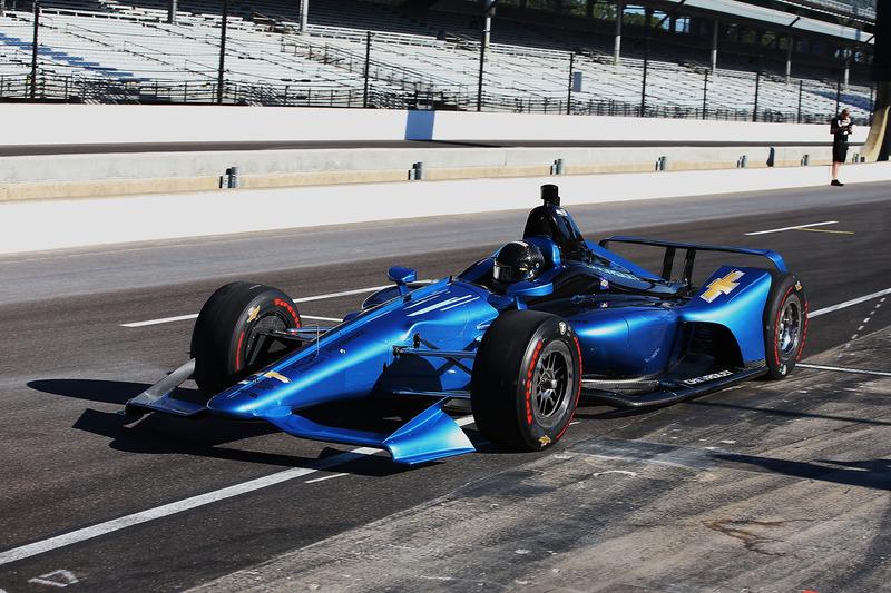Хуан-Пабло Монтойя випробовує машину IndyCar 2018 року із двигуном Chevrolet