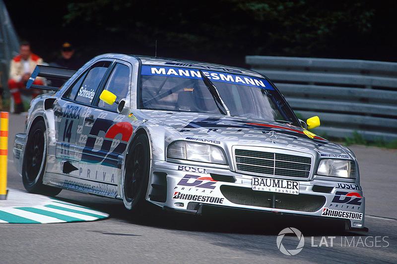 1995-й сложился для Бернда Шнайдера очень успешно: за рулем C-Class он взял титулы и в DTM, и в чемпионате ITC. На его счету было девять побед в первом и восемь во втором чемпионате