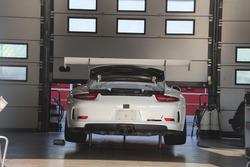 Porsche 911 GT3 Cup Ebimotors in allestimento nei box