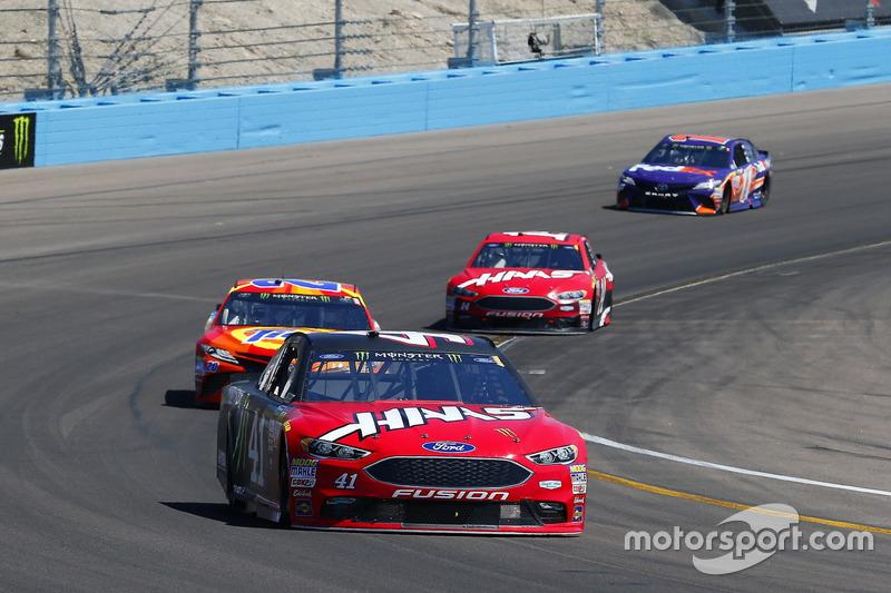 Kurt Busch, Stewart-Haas Racing, Ford; Matt Kenseth, Joe Gibbs Racing, Toyota