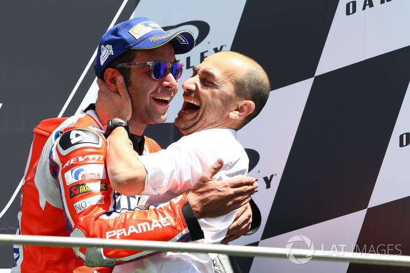 Подіум: третє місце Даніло Петруччі, Pramac Racing, Клаудіо Доменікале, генеральний директор Ducati,