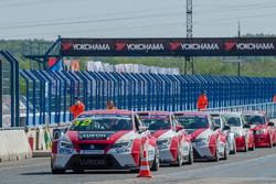 Машины Seat команды Lukoil Racing Team - Алексей Дудукало, Роман Голиков, Николай Карамышев