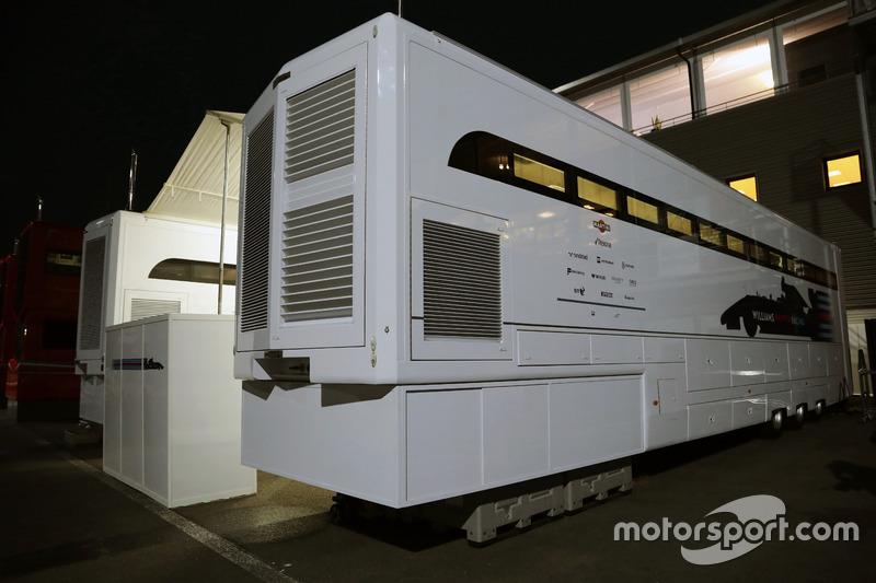Camion Williams di notte