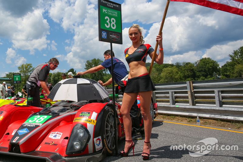 Chica de la parrilla del #38 Performance Tech Motorsports ORECA FLM09: James French, Kyle Marcelli