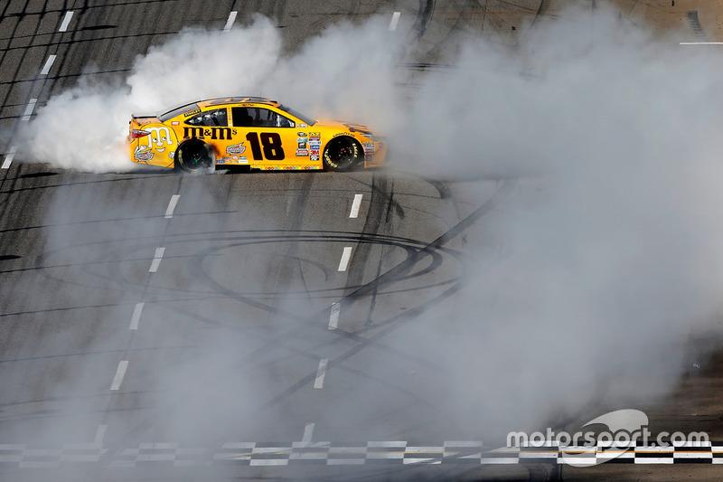 Rennsieger Kyle Busch, Joe Gibbs Racing Toyota