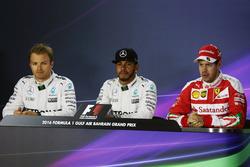 FIA persconferentie: Nico Rosberg, Mercedes AMG F1; Lewis Hamilton, Mercedes AMG F1; Sebastian Vette