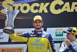 Thiago Camilo levanta troféu de vice-campeão