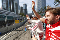 Nick Heidfeld, Mahindra Racing, waves to the fans during the drivers parade