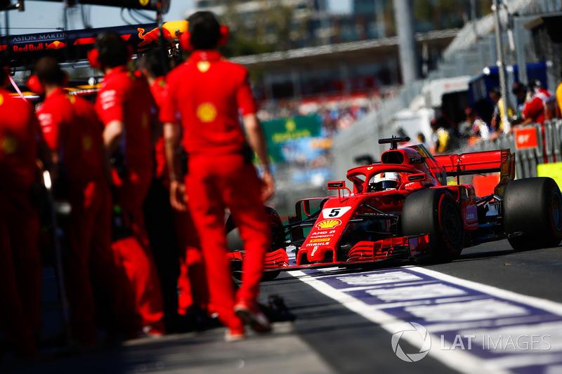 Sebastian Vettel, Ferrari SF71H, en pit lane