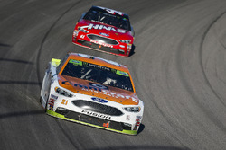 Ryan Blaney, Wood Brothers Racing Ford and Kurt Busch, Stewart-Haas Racing Ford