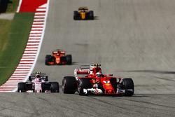 Kimi Raikkonen, Ferrari SF70H, Esteban Ocon, Sahara Force India F1 VJM10, Fernando Alonso, McLaren MCL32