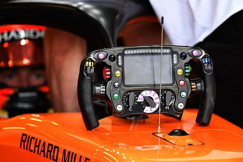 Руль McLaren MCL33