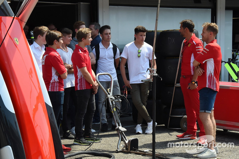 Sebastian Vettel, Ferrari con i piloti ADAC Formula 4
