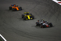 Kevin Magnussen, Haas F1 Team VF-18 Ferrari, Nico Hulkenberg, Renault Sport F1 Team R.S. 18, and Fernando Alonso, McLaren MCL33 Renault