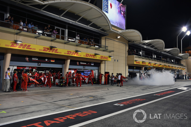 Ferrari SF71H garage amd smoke