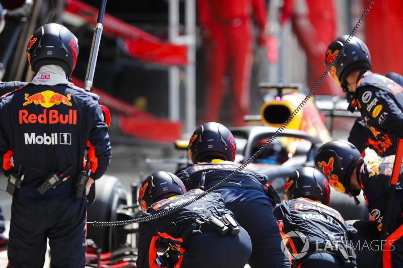 Даниэль Риккардо тоже продолжил свою удивительную серию – в 2018 году он или выигрывает, или заканчивает гонку вне подиума.