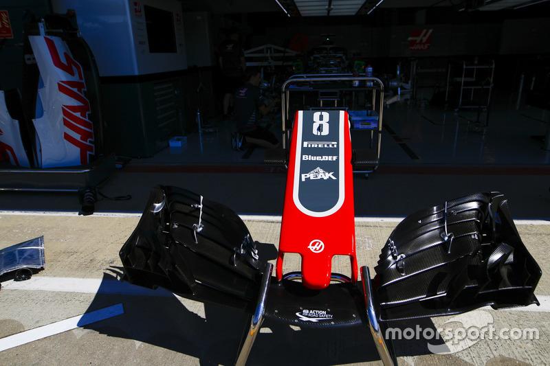 Il naso e dell'ala anteriore della monoposto di Romain Grosjean, Haas F1 Team VF-18