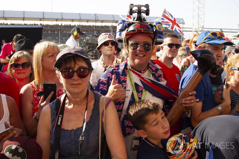 Lewis Hamilton, Mercedes-AMG F1 fans