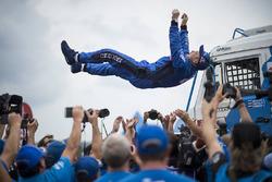 Le vainqueur en camion, Eduard Nikolaev, Team KAMAZ Master, fête sa victoire