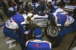 Damon Hill, Arrows A18, pit stop