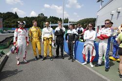 WTCC-Fahrer vor einem Kartrennen