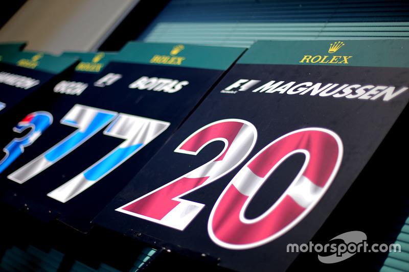 Kevin Magnussen, Renault Sport F1 Team pitlane board