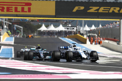 Lance Stroll, Williams FW41, Valtteri Bottas, Mercedes AMG F1 W09, Sergey Sirotkin, Williams FW41