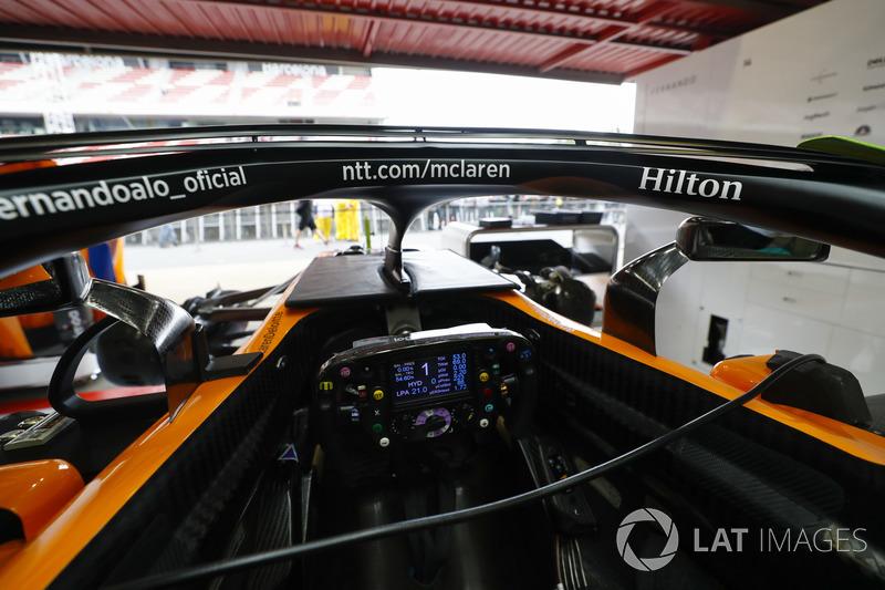 Cabina y halo detalle del coche de Fernando Alonso McLaren MCL33