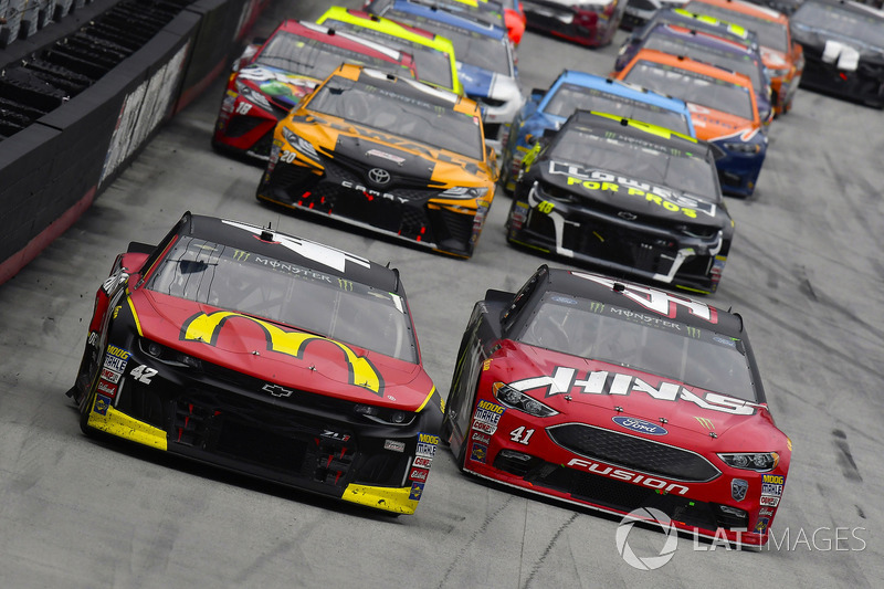 Kyle Larson, Chip Ganassi Racing, Chevrolet Camaro McDonald's and Kurt Busch, Stewart-Haas Racing, Ford Fusion Haas Automation/Monster Energy