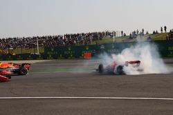 Accrochage entre Max Verstappen, Red Bull Racing RB14 et Sebastian Vettel, Ferrari SF71H