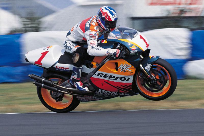 Главной силой MotoGP в 1996 году был Мик Дуэн – тогда он уже завоевал третий подряд титул в премьер-классе и готовился добавить к ним еще два в 1997-м и 1998-м