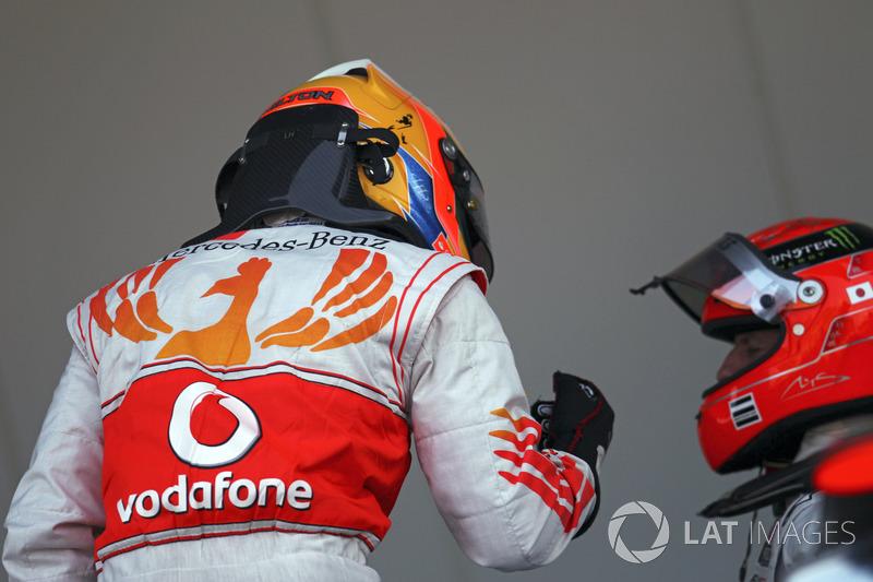 """Michael Schumacher: Die sieben Titel der Formel-1-Legende locken Hamilton. Ende 2018 schien er Schwierigkeiten zu haben, sich zu motivieren. Über den Winter hat er ein neues Ziel für sich definiert. Er will """"Schumis"""" wichtigste Rekorde übertrumpfen. Dazu fehlen noch zwei WM-Titel und 18 Grand-Prix-Siege."""