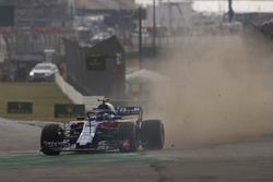 Pierre Gasly, Toro Rosso STR13, runs wide