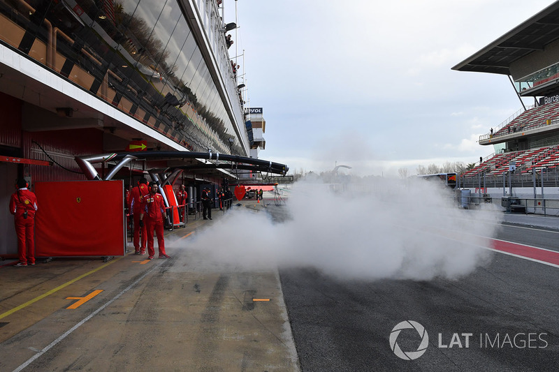 Sebastian Vettel, Ferrari SF71H leaves the garage and smokes