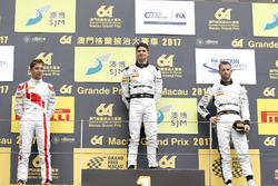 Podio: il vincitore della gara Edoardo Mortara, Mercedes-AMG Team Driving Academy, Mercedes - AMG GT3, il secondo classificato Robin Frijns, Audi Sport Team WRT, Audi R8 LMS, il terzo classificato Maro Engel, Mercedes-AMG Team GruppeM Racing, Mercedes - AMG GT3
