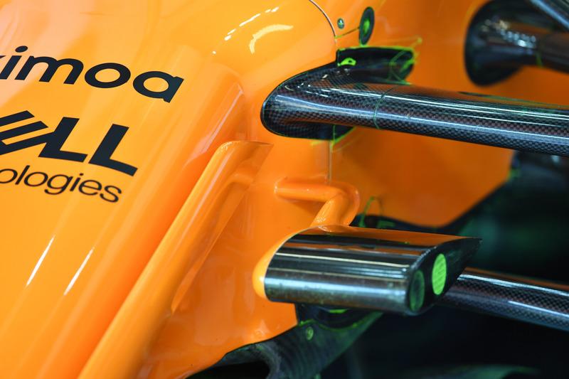 Detalle de la suspensión delantera del McLaren MCL33