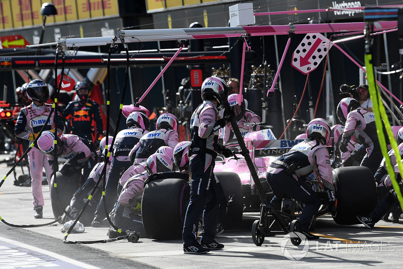 Sergio Perez, Force India VJM11 pit stop