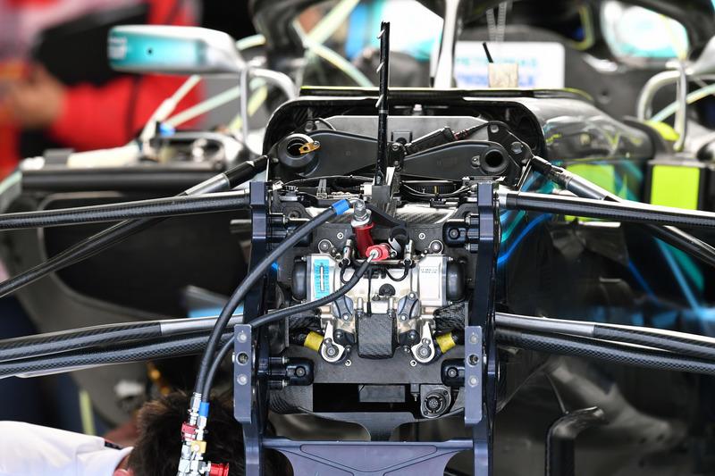 Detail sasis dan suspensi depan Mercedes-AMG F1 W09