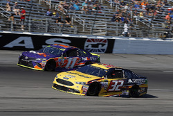 Matt DiBenedetto, GO FAS Racing Ford, Denny Hamlin, Joe Gibbs Racing Toyota