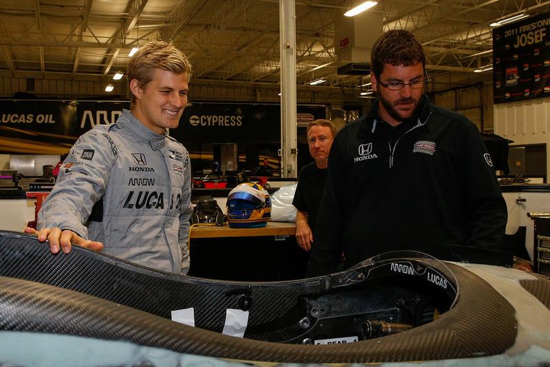 Маркус Ерікссон приміряє сидіння в команді Schmidt Peterson Motorsports
