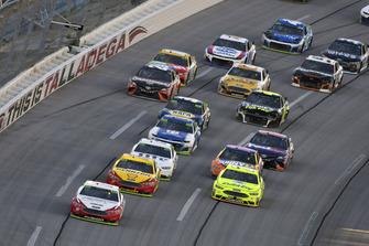 Ryan Blaney, Team Penske, Ford Fusion REV, Joey Logano, Team Penske, Ford Fusion Shell Pennzoil and Paul Menard, Wood Brothers Racing, Ford Fusion Menards / Dutch Boy