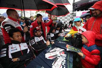 Kazuki Nakajima, Fernando Alonso, Toyota Gazoo Racing