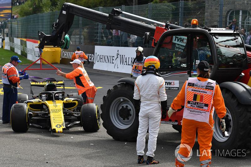 L'incidente tra Nico Hulkenberg, Renault Sport F1 Team R.S. 18 e Fernando Alonso, McLaren, alla partenza della gara