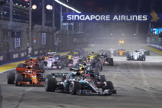 Lewis Hamilton, Mercedes AMG F1 W09 EQ Power+, leads Sebastian Vettel, Ferrari SF71H, Max Verstappen, Red Bull Racing RB14, Valtteri Bottas, Mercedes AMG F1 W09 EQ Power+, Daniel Ricciardo, Red Bull Racing RB14, Kimi Raikkonen, Ferrari SF71H, and the rest of the field at the start of the race