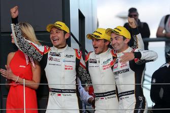 Podio LMP2: ganadores #38 Jackie Chan DC Racing Oreca 07 Gibson: Ho-Ping Tung, Gabriel Aubry, Stephane Richelmi