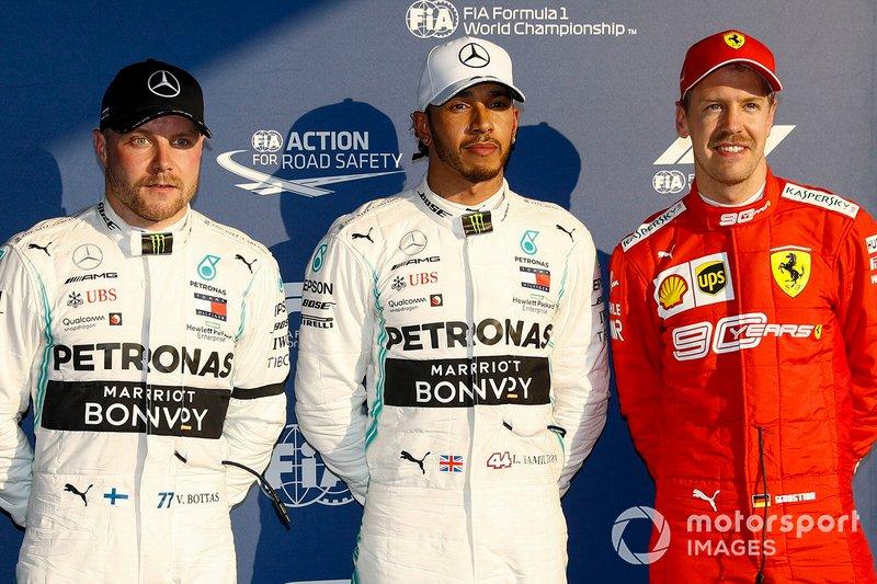 Valtteri Bottas, Mercedes AMG F1, il Poleman Lewis Hamilton, Mercedes AMG F1 e Sebastian Vettel, Ferrari al Parco Chiuso