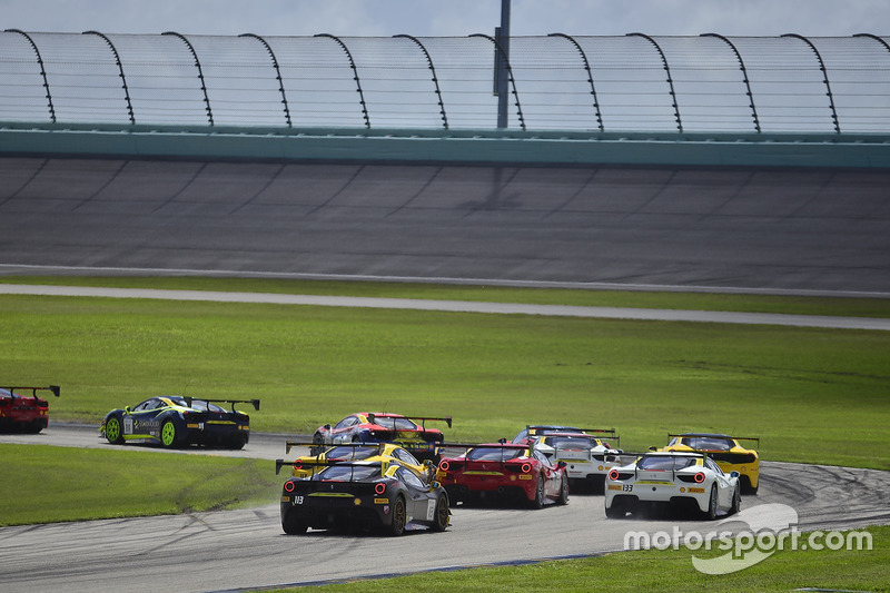 Acidente entre Jerome Jacaloni, #117 Ferrari 488 Challenge, e Amir Kermani, #124 Ferrari 488 Challenge