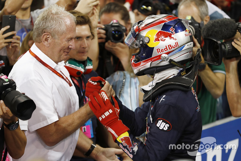 Pierre Gasly, PREMA Racing celebra con Helmut Markko, Consultant, Red Bull Racing